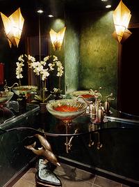 olsonandjonesblackbathroom.png